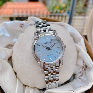 Estate $650 Citizen Ladies Diamond 30mm Watch!